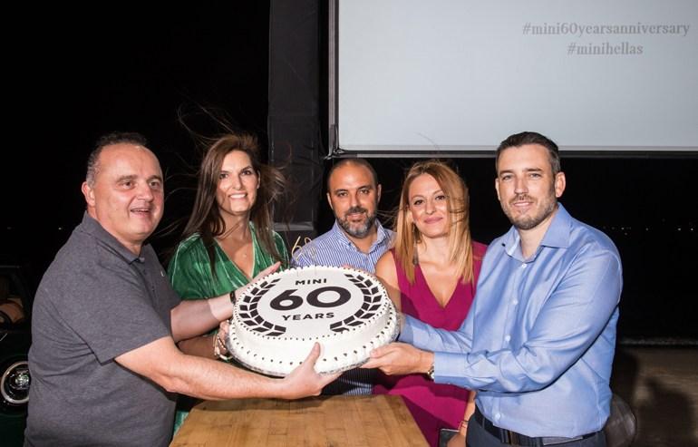 Από δεξιά: Κωνσταντίνος Διαμαντής (Επικεφαλής Εταιρικής Επικοινωνίας), Bικτώρια Τσανγκαλίδου (Marketing Specialist MINI), Μάνος Δρακωτός (Επικεφαλής μάρκας ΜΙΝΙ), Δήμητρα Μπίκου (Marketing Manager MINI) και Christian Haririan (Πρόεδρος και Διευθύνων Σύμβουλος, BMW Group Hellas)